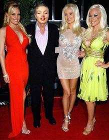 Editierbare Fotomontage der Besitzer des berühmten Magazins Playboy mit Mädchen