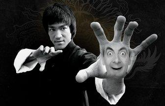 Sua foto na mão de Bruce Lee fazendo uma pose do karaté
