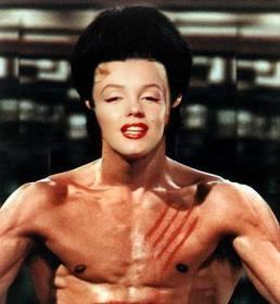 Metti la tua faccia sul corpo di Bruce Lee con questo