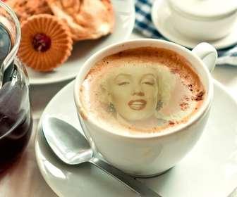 Fotomontagem para colocar sua foto em uma xícara de café de espuma.