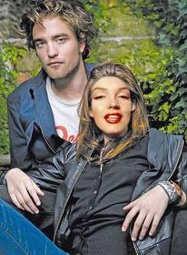 Ejemplo: Fotomontagem para colocar um rosto em Kristen Stewart com Robert Pattinson da série de filmes Twilight.