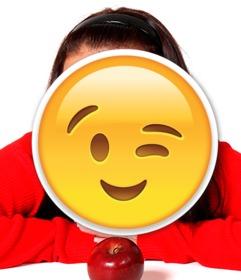 Emoji de guiño para insertar en tus fotos