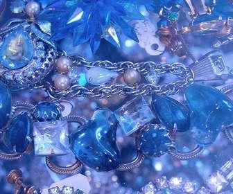 Gioco per trovare il tuo volto in uno di questi diamanti blu e pietre preziose.