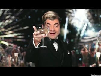 Fotomontaggio di Leonardo DiCaprio in un brindisi con un bicchiere di vino.
