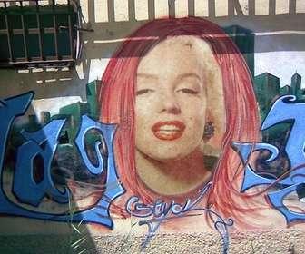 Ejemplo: Fotomontaje de un graffiti de una cabeza en el que poner tu cara y crear arte urbano subiendo una imagen.