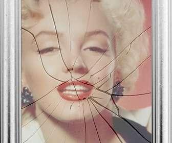 """Cadre photo numérique, votre image sera reflétée dans un miroir brisé. Peut sembler curieux effet d""""un cadre de tableau avec la vitre brisée."""