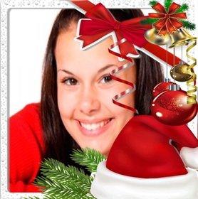 Weihnachten Rahmen mit einem Nikolausmütze dekoriert