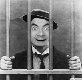 Foto montaje con tu foto de hombre en la cárcel o prisión.