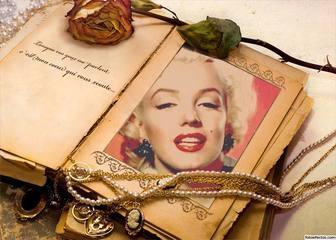 Libro antiguo con adornos y una frase para añadir tu foto