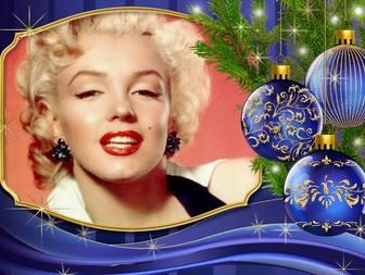Placez votre photo à c�-té de cette carte de Noël avec des ornements.