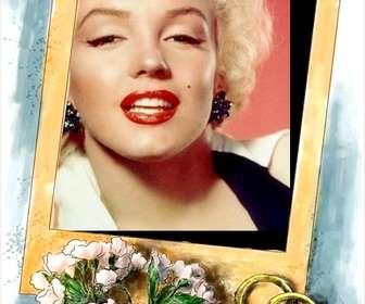 Ejemplo: Marco para fotos de boda. Acompañan al marco de oro un sencillo ramo de flores rosa y los dos anillos de oro y fondo azul.