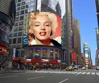 Fotomontaggio di mettere la tua foto su un cartellone pubblicitario di una strada di New York.