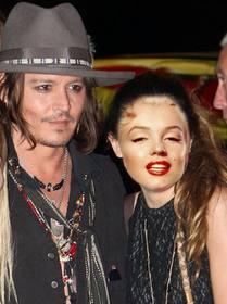 Fotomontage mit Johnny Depp, um ein Bild mit ihm zu bekommen und schreiben einen Text über ihn online.