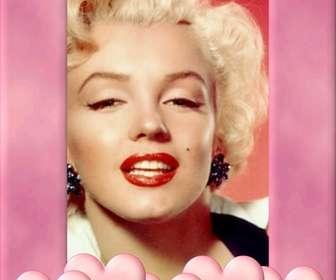 Ejemplo: moldura para foto com borda rosa decorado com corações. subir uma imagem, cortár e colocar essa borda como uma decoração que inspira amor.