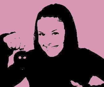Pon un efecto Pop Art en tu foto, fondo rosa. Perfecta para hacer tus fotos de perfil.