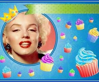 """Scheda di compleanno con cupcake colorato e una corona d""""oro in una cornice rotonda in cui è possibile inserire un""""immagine e aggiungere testo."""