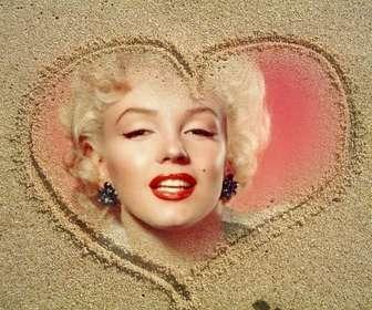 Ejemplo: Fotoefecto fácil de editar y gratis gracias a esta página. Consiste en un collage de una fotografía en un marco de un corazón dibujado en la arena.