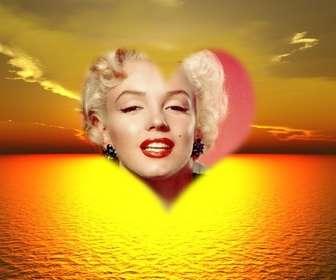 Ejemplo: Foto montaje en que podrás poner una foto de fondo en un bonito atardecer en el mar en un marco con forma de corazón.