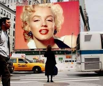 Ejemplo: Fotomontaje para poner tu foto en una valla publicitaria de una calle de New York.