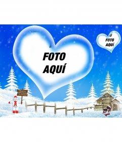 Postal de fondo azul y paisaje nevado que nos felicita las vacaciones de invierno, con un marco en forma de corazón en el que insertar tu fotografía