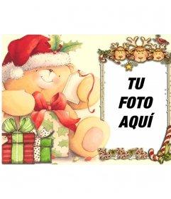 Tarjeta de Navidad con marco para una foto, sobre el marco se asoman tres renos y un pájaro color carmesí