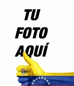 Pon una mano con el pulgar arriba y la bandera de VENEZUELA en tus fotos