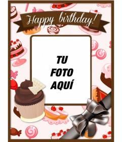 Postal de cumpleaños para customizar con una foto y texto con cupcakes y tartas rosas y marrones y un gran lazo