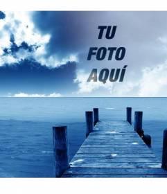 Fotomontaje para crear collages con tu foto y el cielo de esta foto de un embarcadero junto al mar.