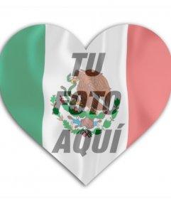 Inserta una foto en este corazón con la bandera de México de fondo