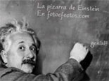 Fotomontaje de la pizarra de Einstein