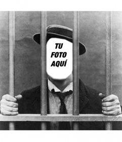Foto montaje hombre en la cárcel, para poner tu foto. En blanco y negro.