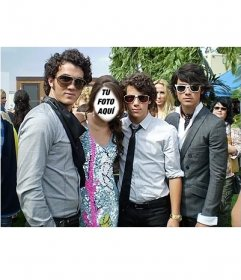 Sé la chica que esta junto a los Jonas Brothers editando este efecto online
