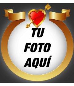 Marco de oro con un corazón flechado para añadir tu foto dentro