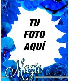 marco hecho a base de flores azules como orquídeas y rosas para que
