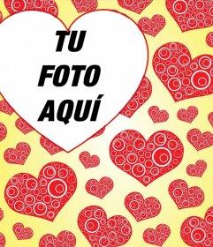 Fotomontaje de papel tapiz con muchos corazones y para añadir tu foto