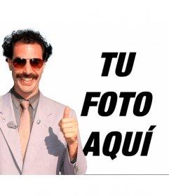 Fotomontaje de Borat con su *banana hammock* verde y gafas de sol