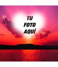 Fotomontaje de una puesta de sol con un cielo color rosa con un marco en forma de corazón donde podemos poner una foto