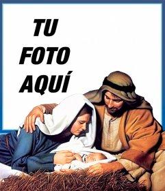 Tarjeta del nacimiento en el pesebre de Navidad con tu foto