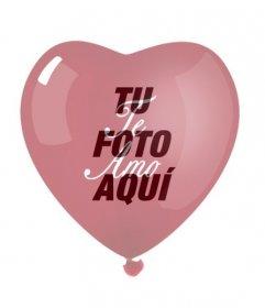 Tu fotografía con la transparencia de un globo en forma de corazón rojo con un *te amo*. Marco ideal para San Valentín