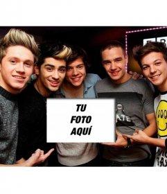 One Direction son tus mayores fans, lo demuestran sujetando tu foto en este foto montaje