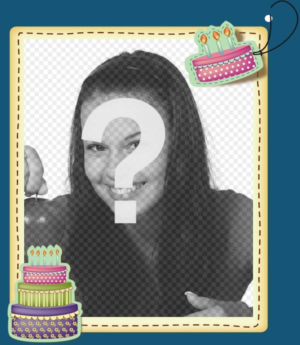 Marco de cumpleaños decorado con dos tartas con velas - Fotoefectos