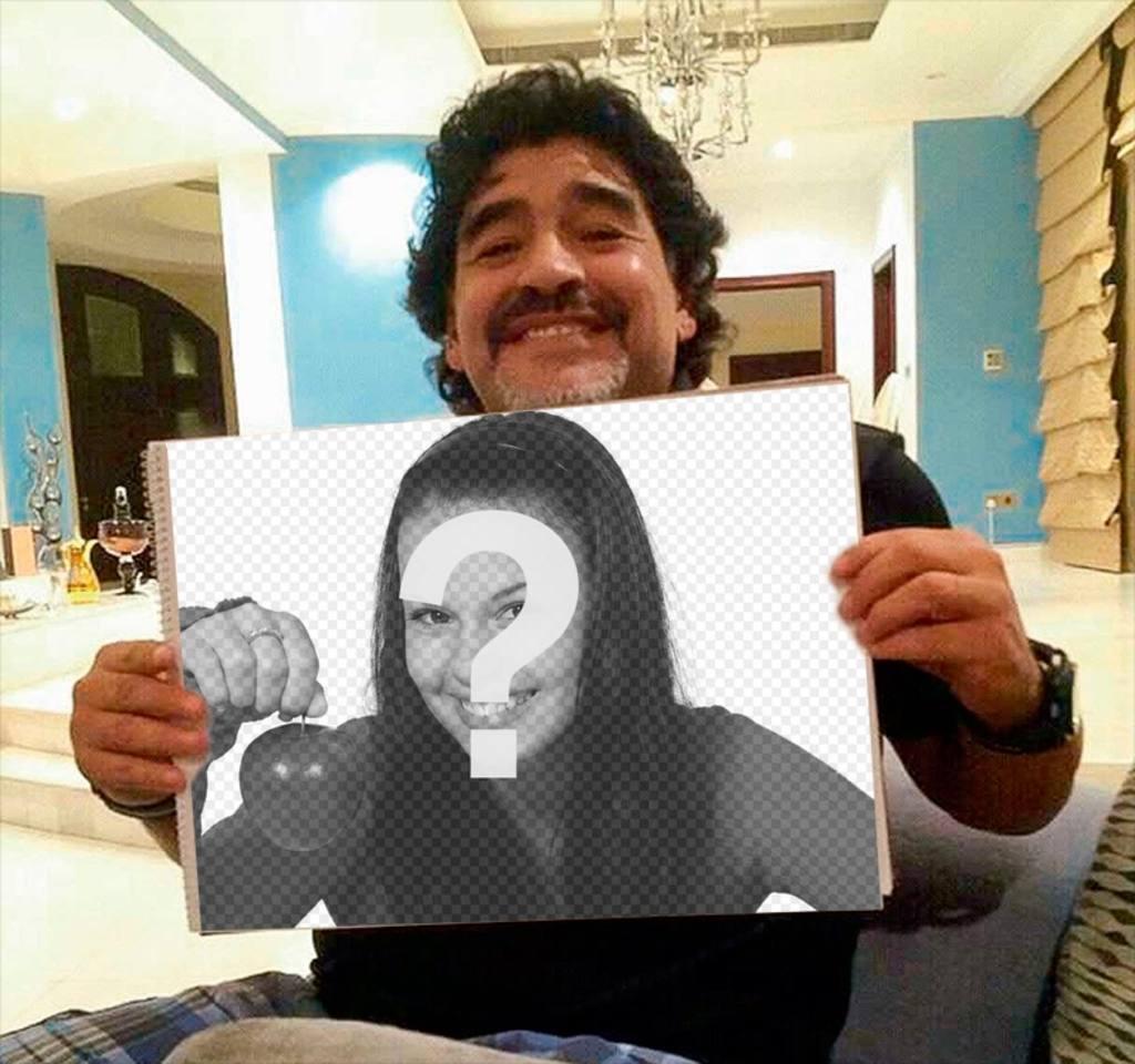 Maradona agarrando tu foto o texto a modo de fotomontaje