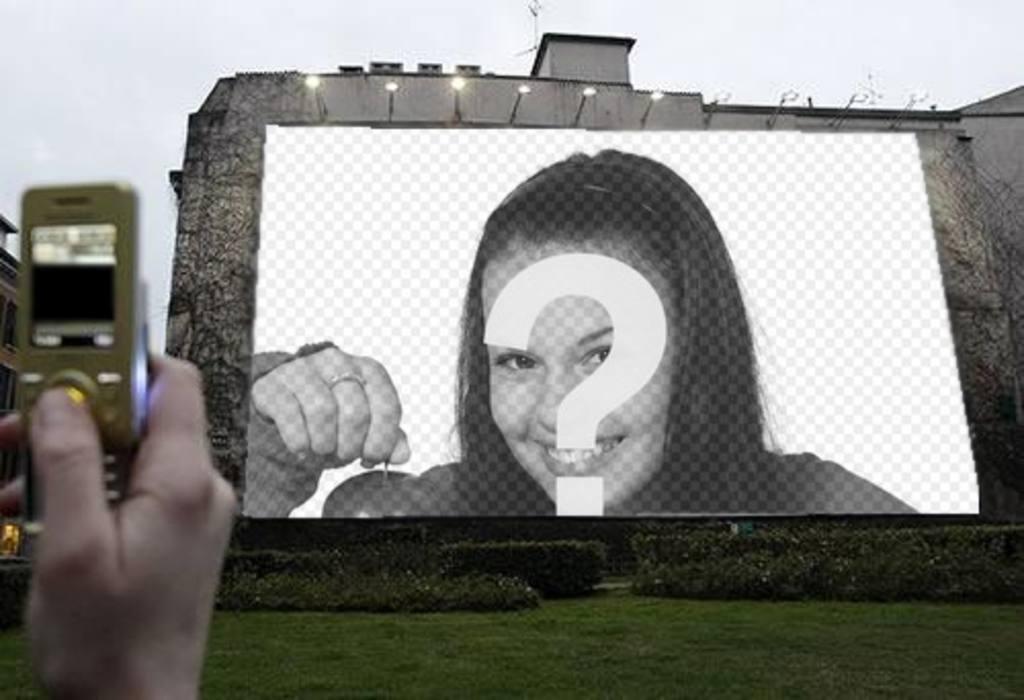 fotomontaje foto o imagen eleccion aparezca gran valla publicitaria iluminada mano saca foto movil